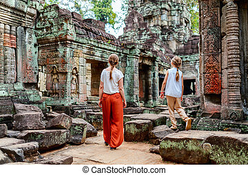 Ta Som temple - Family visiting ancient Preah Khan temple in...