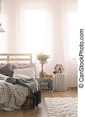 Bedroom with wooden bed - Bedroom with wooden pallet bed,...