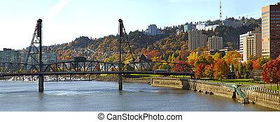 Hawthorne Bridge Portland Oregon in the Fall - Hawthorne...