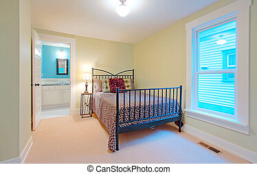 Bedroom with view to the bathroom - houe for sale in Tacoma,...