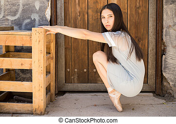 Pretty ballet dancer en pointe