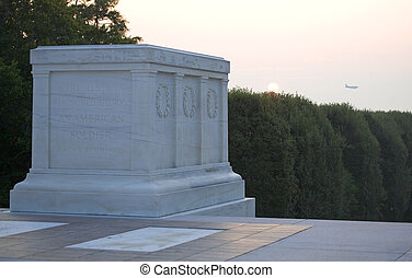 unknown soldier - tomb of the unknown soldier on Arlington...