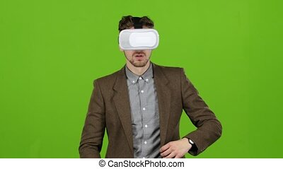 Man in the glasses is a virtual reality, evades the...
