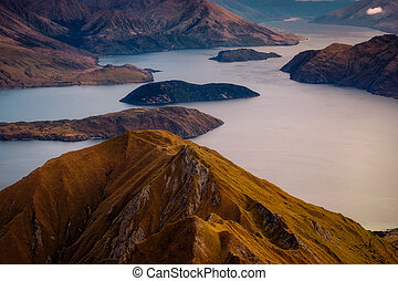 Detail landscape of Wanaka lake at sunrise, New Zealand -...