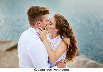 sposa, sposo, spiaggia, Baciare, seduta