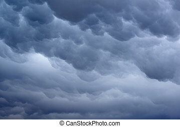 Mammatus cloud formation - Mammatus Cloud formation in a...