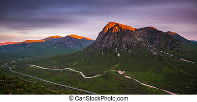 Buchaille Etive Mor on a summer evening - An alpenglow on...