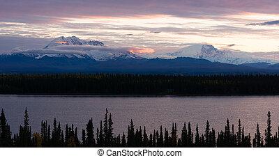 Mt Blackburn Willow Lake Wrangell-St Elias National Park -...