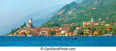 Ancient tower and colorful houses in Malcesine old town -...