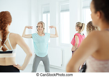 Coach during fitness training - Female coach during fitness...