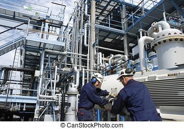 Ingenieros, aceite, industria