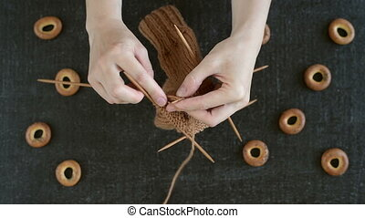 Knitting socks and eating cracknels - How to knit a sock....