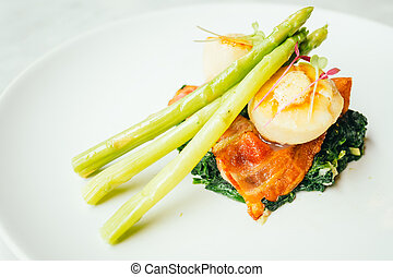 Scallops shell with bacon and asparagus