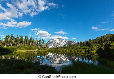 Picture lake - Scenic Picture lake with mount Shuksan...