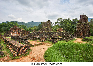 Old religious buildings from the Champa empire - cham...