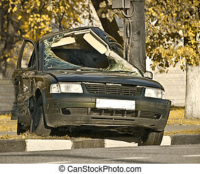 lethal accident - the car broken of a lamppost
