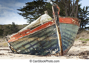 Forgotten - Old abandoned boat in France