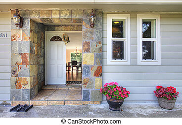 Front door - Very cute small house with a nice entrance in...