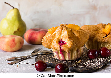 Puff pastry baskets with fruit