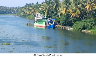Water transport of India 21. Unusual fishing boat - Water...