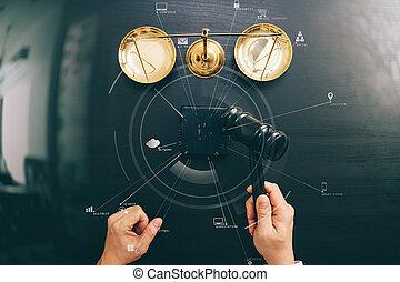 escuro, macho, diagrama, justiça, mão, conceito, topo, Juiz,  vr, madeira,  scalr, sala audiências,  Gavel, tabela, bronze, lei, vista