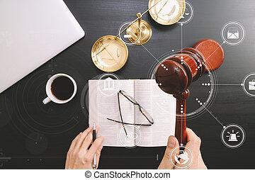 escuro, escala, computador, bíblia, justiça, macho, mão, conceito, topo, Juiz,  vr, madeira, diagrama, sala audiências,  Gavel, tabela, bronze, lei, abertos, livro, vista