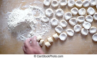 Preparation of the dough for rolling