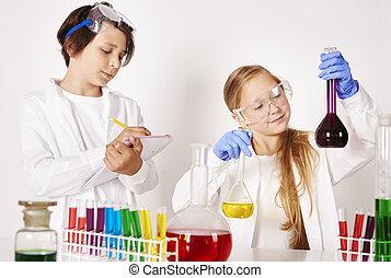 laboratório, pequeno, trabalhando, cientistas