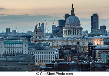 Amazing Sunset panorama from Tate modern Gallery to city of...