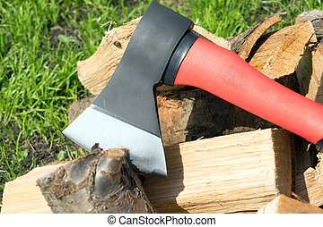 Splitting tool - Ax and chopped firewood