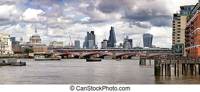 Wharf, St Paul's and the City of London panorama - Panorama...