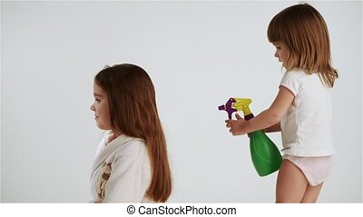 Girls playing hairdresser - Two girls play at home, laughing...