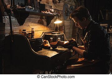 concentrado, Zapatero, calzado, taller, hombre