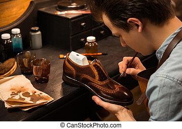 concentrado, Elaboración, Zapatero, taller, zapatos