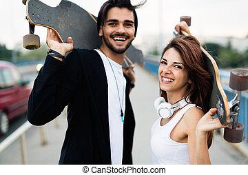imagen, pareja, joven, proceso de llevar, atractivo, monopatines