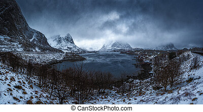 Dramatic landscape. Panoramic winter view of the Reine...