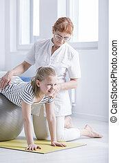 fisioterapeuta, niña, secundario, escoliosis