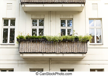 balcony with straw cladding in Berlin Kreuzberg