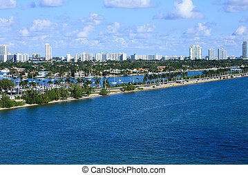 Macarthur Causeway Toward Biscayne Bay - The Macarthur...
