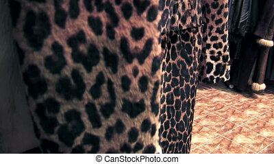 Coat of leopard-skin - Beautiful fur coats leopard on sale...