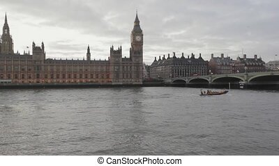 London Parliament - Houses of Parliament and Big Ben in...