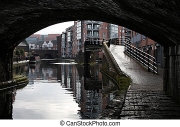 Birmingham water canal network - early morning view of...