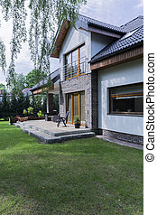 House with brick walls and garden - Modern and spacious...