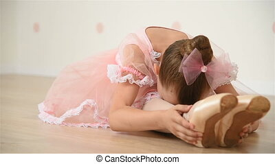 Little Ballerina Does Stretching - Little Ballerina In...