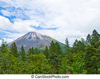 Arenal Volcano - Beautiful shot of the arenal volcano in...