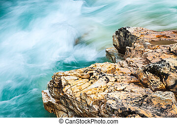 Close-up of the creek and rock in Marble Canyon, Kootenay Nation