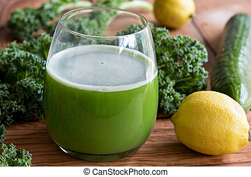 Green juice with kale, cucumber and lemon