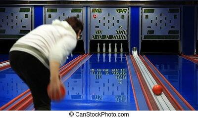 Bowling strike - Nine pin bowling strike