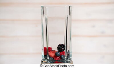 berries appear in a blender, stop motion animation