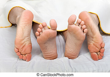 Human bed sex - Human sex - men and women couple naked foot...